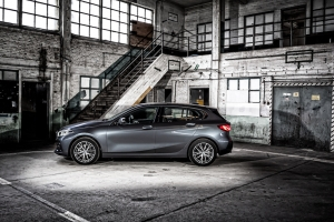 TEST: BMW 118d (F40) +video