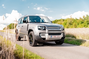 TEST: Land Rover Defender 110 P400 First Edition: Zwitsers zakmes met machete